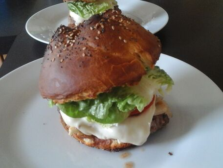 RECIPE MAIN IMAGE Le burger spécial papa