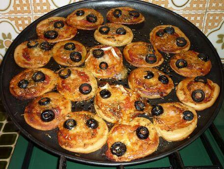 RECIPE MAIN IMAGE Les pizzettes de Papa Jean-Pierre.