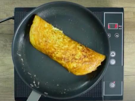 RECIPE MAIN IMAGE Crevettes en omelette