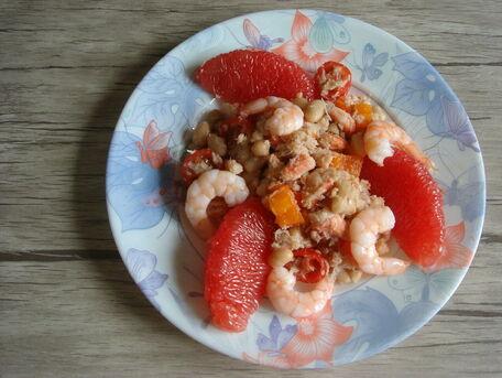 RECIPE MAIN IMAGE Salade acidulée de haricots blancs, crabe, crevettes et pamplemousse