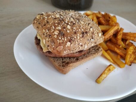 RECIPE MAIN IMAGE burger jacquet à la sauce barbecue maison et au maroilles