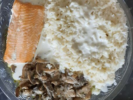 RECIPE MAIN IMAGE Assiette de riz saumon champignon de Paris