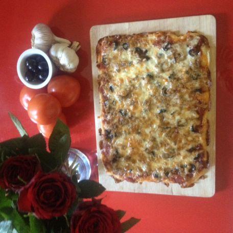 RECIPE MAIN IMAGE Pizza tomate olive mozzarella sans gluten