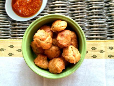 RECIPE MAIN IMAGE Bouchées apéritives à la Mozzarella, parmesan, tomate et basilic