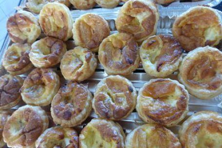 RECIPE MAIN IMAGE Mini tartes salées abricots moelleux et saint marcellin