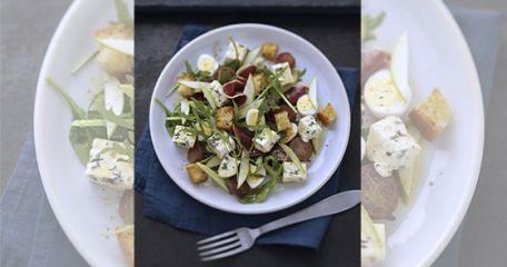 RECIPE MAIN IMAGE Salade gourmande au Bresse Bleu Suprême et magret de canard