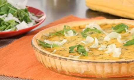 RECIPE MAIN IMAGE Tarte chèvre, courgettes et moutarde Amora®
