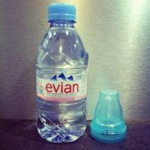 image 5620150319144445-Evian-bouteille-+-tétine-300x300.jpg