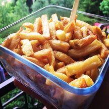 Frites de patates fraichement récoltées