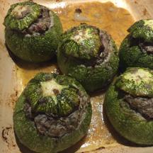 Courgettes rondes farcies aux 3 viandes,  parfumées aux herbes de Provence et romarin frais.