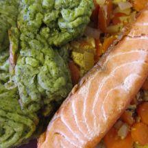 Filet de saumon doré, purée au brocoli et carottes au curry