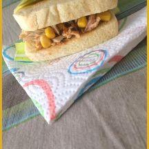Sandwich brioché aux maquereaux aux légumes du soleil et maïs