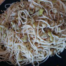 Spaghettis courgettes et pignons