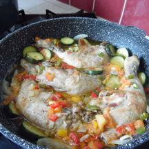 Cuisses de poulet aux petits légumes