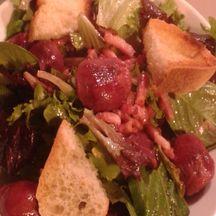 Salade de gésiers et foies de volailles & lardons fumés
