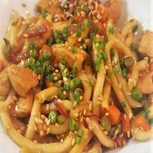 Wok de poulet à l'orange et nouilles Udon