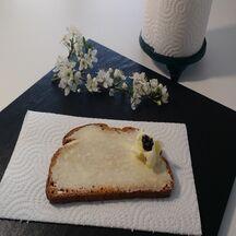 Beurrer une tartine grillée sans la casser