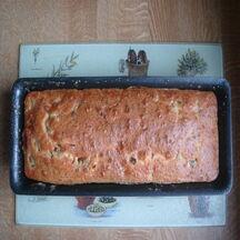 Cake au chèvre, tomates séchées et olives