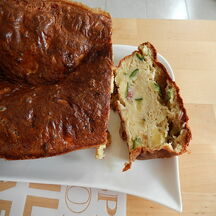 Cake courgettes, chèvre et lardons