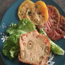 Cake aux olives, tomates séchées, bacon, parfumé au Rosé de Provence (recette du ptitchef)