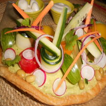 Tarte-art de légumes crus.