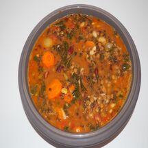 Minestrone aux haricots, lentilles et chou kale