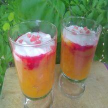 Verrines de pêches jaunes et fraises Tagada