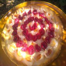 Tarte chocolat blanc, litchis et framboises