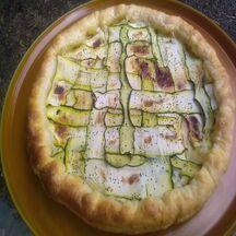 Tarte roquefort, tagliatelles de concombre et graines pavot