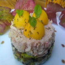 Crabe à la mangue fraiche sur lit de poireau et noisette