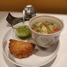 Soupe de légumes au pistou et son feuilleté au jambon