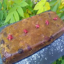 Pudding antillais au rhum, raisins secs et pruneaux