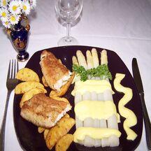 Colin printanier et asperges avec sauce hollandaise