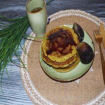 Délicieux pancakes sans gluten parfumées au thé matcha et au miel
