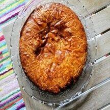 Gâteau basque à la confiture de cerise noire maison