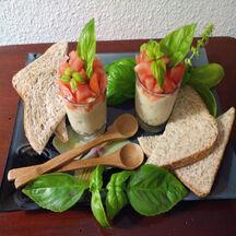 Verrine crabe / œufs / avocat / tomate