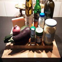 Escalopes de dinde sur une poêlée de légumes, nappées de crème au vin blanc et gratinées au fromage comté