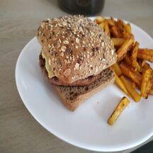 burger jacquet à la sauce barbecue maison et au maroilles
