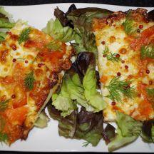 Pizza aux deux fromages et la truite fumée